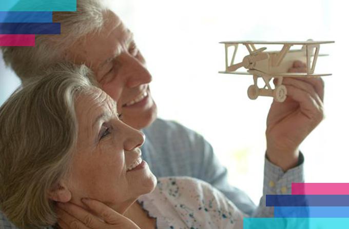 Resultado de imagem para idosos viajando com jovens