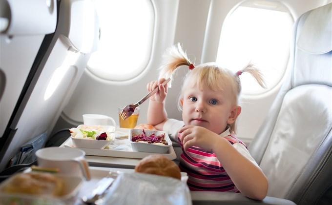 Uçaktaki Çocuklar İçin Süt ve Diğer Sıvılar
