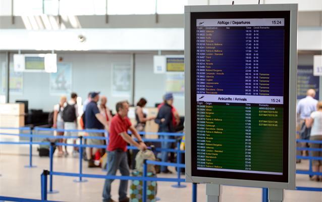Jak sprawdzić numer lotu samolotu?