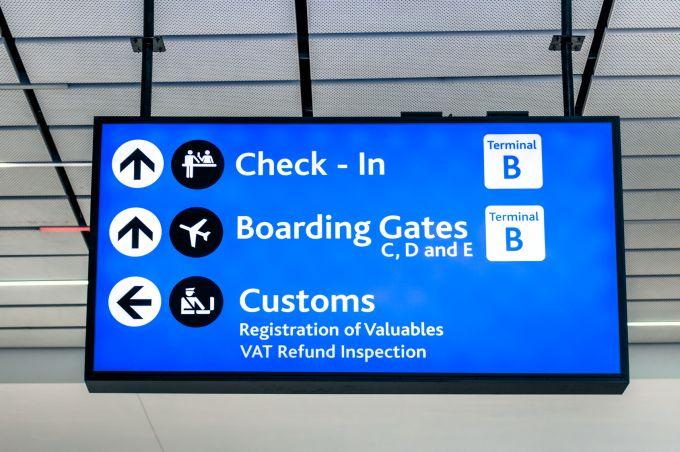 Czy niestawienie się na pierwszy odcinek lotu anuluje lot powrotny?