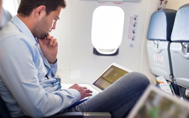 É possível usar internet durante o voo?