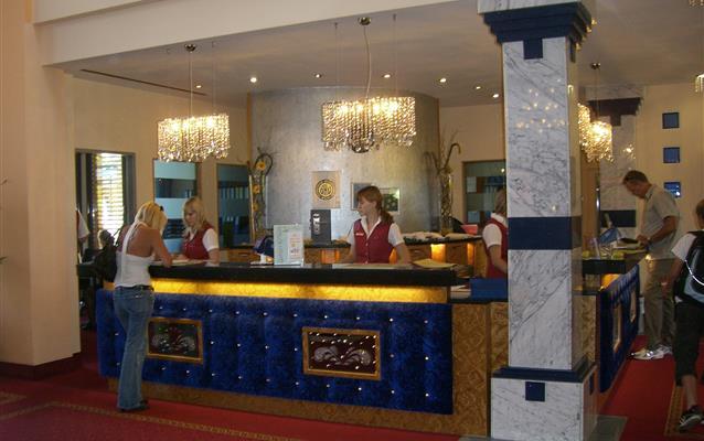 O check-out/saída do hotel