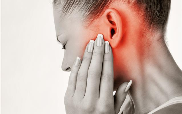 durere la ureche în timp ce mesteca articulația)