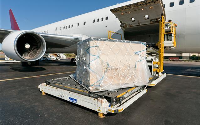 """Doprava typu """"cargo"""" letadlem"""