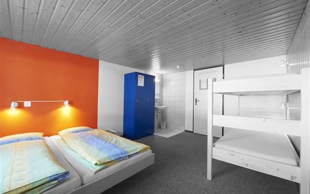 Care sunt diferențele dintre hotel și hostel?