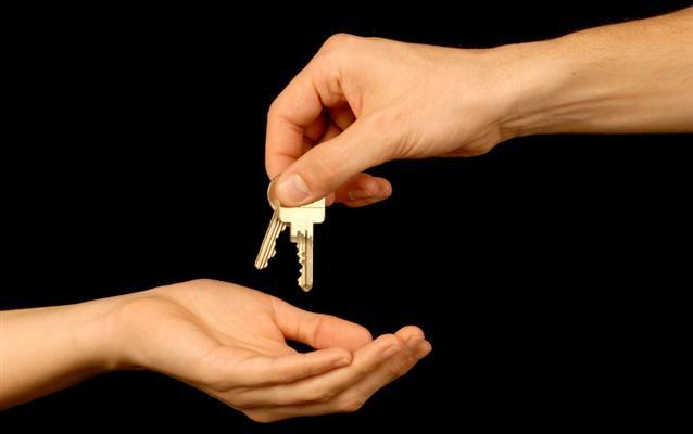 Quais são as taxas de alteração e cancelamento do aluguel de carros?