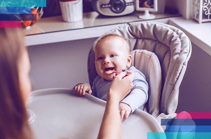 Jedzenie dla dziecka w samolocie: Jak przewozić?