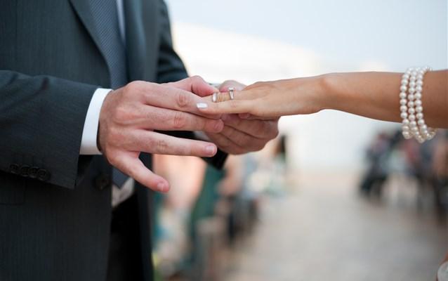 Schimbarea numelui prin căsătorie și modificarea biletului de avion