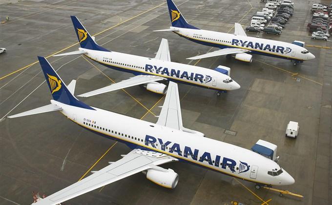 Odwołany lot Ryanair. Co robić? [LISTY ZAWIESZONYCH LOTÓW]
